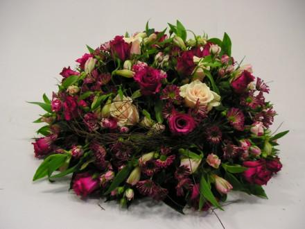 rouwarrangement roze 24